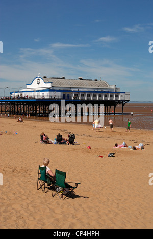 United Kingdom - England - East Riding of Yorkshire - Cleethorpes. Bathers on the beach, near the pier pavillon. - Stock Photo