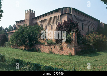 Lombardia - Maccastorna (Lo). The castle, the thirteenth and fourteenth century. - Stock Photo