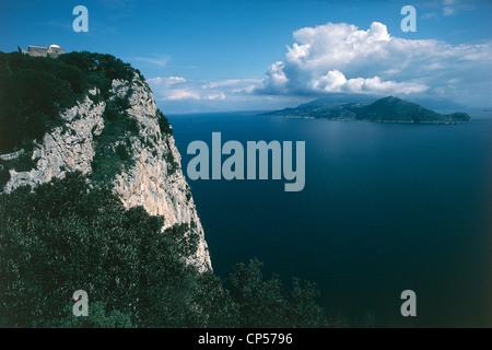 Campania - Capri (Na), Capri, Villa Jovis and the 'Salto di Tiberio.' In the background, the Sorrento Peninsula - Stock Photo