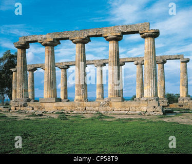 Palatine Tables, remains of Doric temple dedicated to Hera at archaeological site in Metaponto, Basilicata, Italy. - Stock Photo