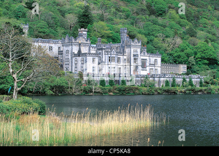 Ireland - County Galway - Region of Connemara - Kylemore Abbey (Kylemore Abbey), neo-Gothic style in the nineteenth - Stock Photo