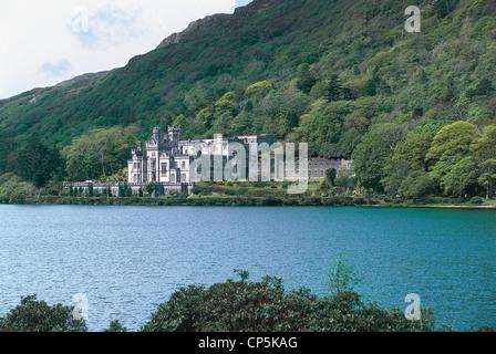 COUNTY REGION OF IRELAND GALWAY CONNEMARA Kylemore Abbey - Stock Photo