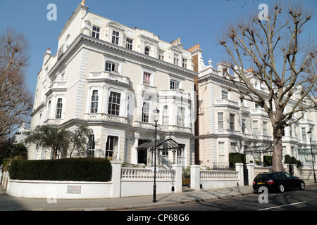 Exclusive properties on Holland Park W11 in the Royal Borough of Kensington and Chelsea, London, UK.  March 2012 - Stock Photo
