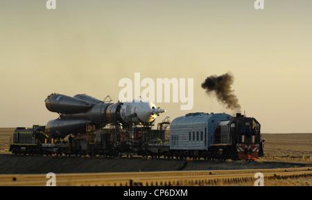 Soyuz TMA-11 on rail to launch pad - Stock Photo