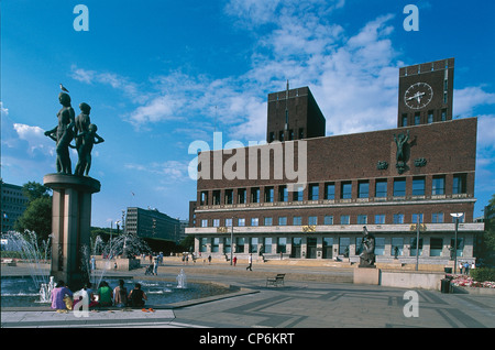 Norway - Oslo City Hall (Opera Radhus. Arnstein Arneberg and Magnus Poulsson, 1933-50) and the square - Stock Photo