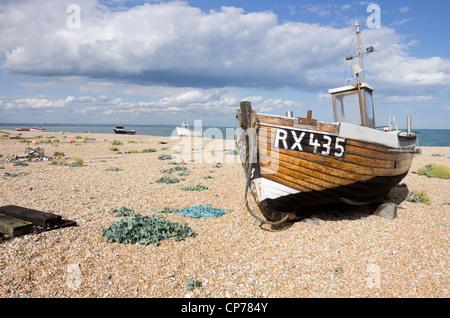 Fishing boats on shingle beach Dungeness Kent - Stock Photo
