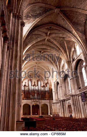 Nave and vaulted ceiling, Cathedral Saint Andre, Bordeaux, France - Stock Photo