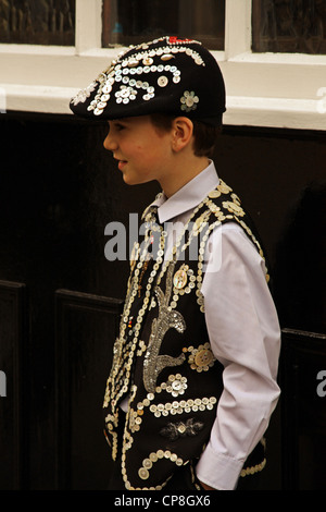 A Pearly Prince outside a classic East End pub where the largest crowning of Pearly Kings and Queens in 100 years - Stock Photo