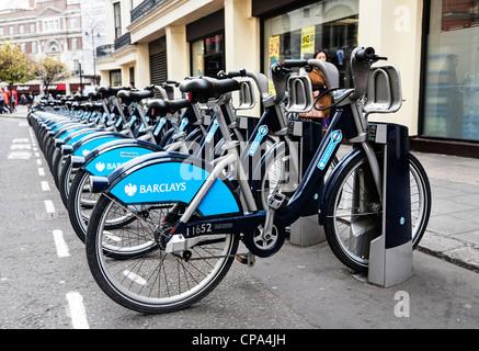 Barclays Cycle Hire docking station, Boris bikes, London, England. - Stock Photo