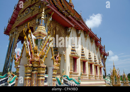 Thailand, Ko Samui (aka Koh Samui). Wat Plai Laem, Buddhist temple. Golden temple exterior. - Stock Photo