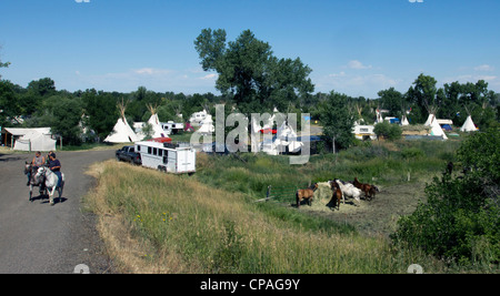 USA, Montana, Crow Agency. Teepee encampment. Besides the permanently erected teepees, several hundreds more are - Stock Photo