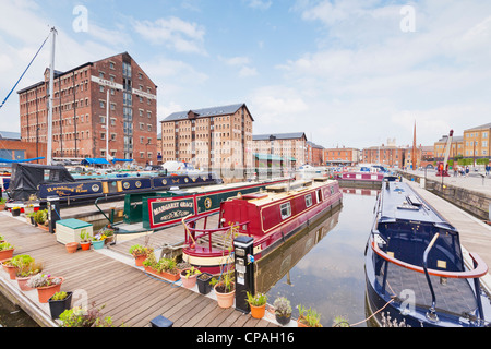 The Victoria Basin at the restored Gloucester Docks. - Stock Photo