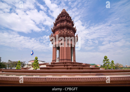 Horizontal view of the Independence Monument, Vimean Ekareach, in central Phnom Penh on a sunny day. - Stock Photo