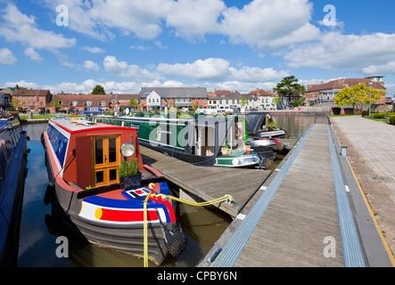 stratford upon avon canal basin with narrow boats moored Warwickshire England UK GB EU Europe - Stock Photo