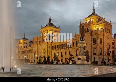 Cavalry museum and statue of Zorrilla in Street Santiago de Valladolid, Castilla y León, España - Stock Photo