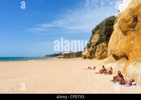 Praia dos Pescadores beach looking towards Praia do Penedo, Albufeira, Algarve, Portugal - Stock Photo
