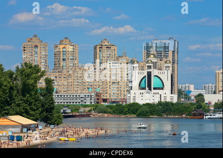 View towards the International Exhibition Centre and Livoberezhnyi from Hidropark, Kiev, Ukraine, Europe - Stock Photo