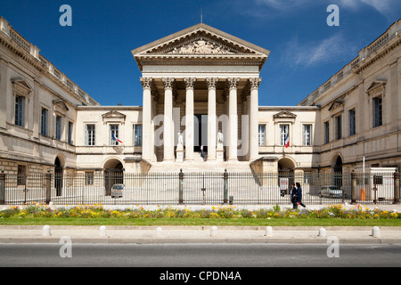 The Neoclassical Palais de Justice, Rue Foch, Montpellier, Languedoc-Roussillon, France, Europe - Stock Photo