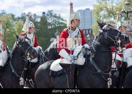 Mounted Queens Life guards outside Buckingham Palace, London, UK. - Stock Photo