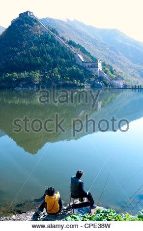 Couple fishing on Jintang Lake beside the Great Wall of China, Huanghuacheng (Yellow Flower), Jiuduhe, Huairou, - Stock Photo