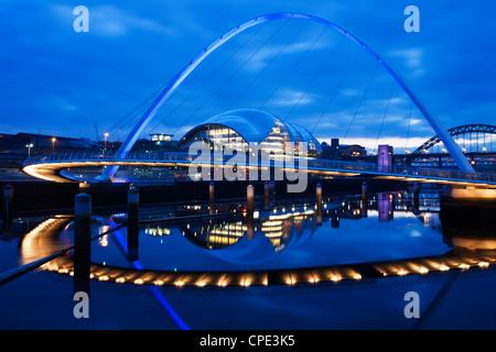 Gateshead Millennium Bridge, The Sage and the River Tyne between Newcastle and Gateshead, at dusk, Tyne and Wear, - Stock Photo