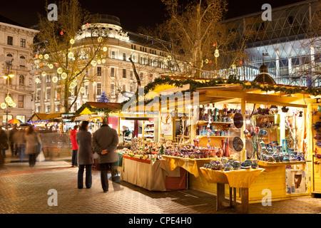 Christmas Market, Vorosmarty Square (Vorosmarty Ter), Budapest, Hungary, Europe - Stock Photo