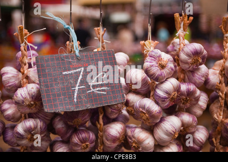 Garlic on sale at a market in Tours, Indre-et-Loire, Centre, France, Europe - Stock Photo