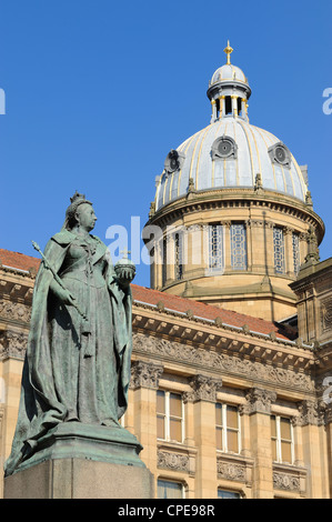 Queen Victoria Statue and Council House, Victoria Square, Birmingham, West Midlands, England, United Kingdom, Europe. - Stock Photo