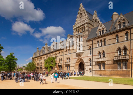 Tourists entering the Meadow Building at Christ Church College, Oxford. - Stock Photo