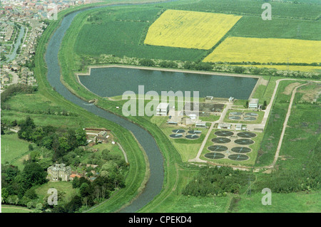 Oblique aerial view of north Hull showing sewage works adjacent to the River Hull which has now been demolished - Stock Photo