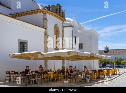 Cafe outside the Se (Cathedral) in Largo da Se, Old Town (Cidade Velha or Vila Adentro), Faro, Algarve, Portugal - Stock Photo