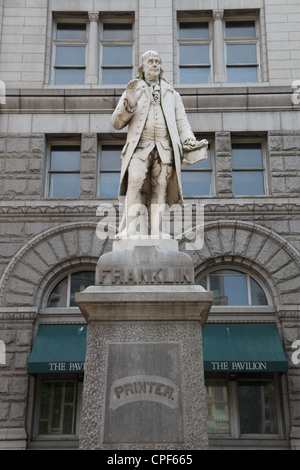 ... Statue Of Benjamin Franklin Outside The Old Post Office In Washington,  D.C.   Stock Photo