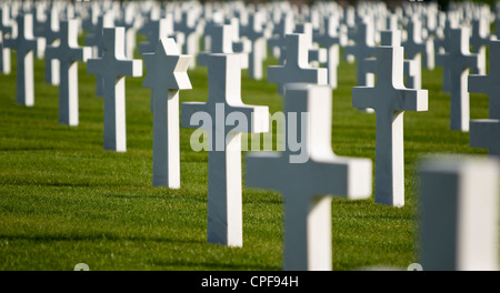Rows of white war grave headstones focusing on one Star of David grave to the left of the photo. - Stock Photo