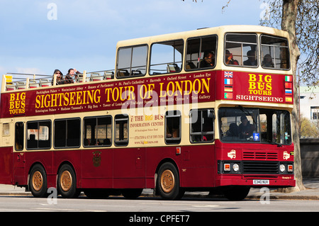 Open top sightseeing bus, London, England - Stock Photo