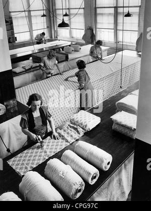industry, textiles, tailoring, tailoring of silk, American Fabric Company, Bridgeport, Conneticut, USA, 1950s, Additional - Stock Photo