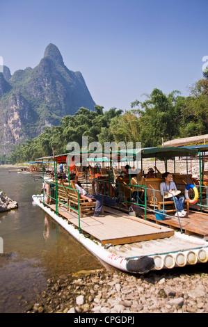 Wood rafts on Li river between Guilin and  Yangshuo, Guangxi province - China - Stock Photo
