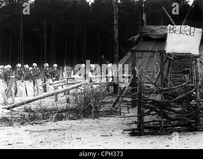 police, Germany, police operation against anti-nuclear activists at Gorleben, Germany, camp 'Free Republic of Wendland', - Stock Photo
