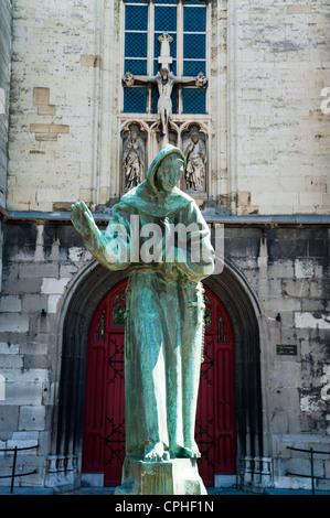 Statue, Sint Matthias Kerk (Saint Matthew's church), Maastricht, Limburg, The Netherlands, Europe. - Stock Photo