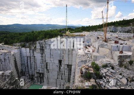 Tall cranes assist in excavation of granite at the Rock of Ages quarry, Barre, Vermont - Stock Photo