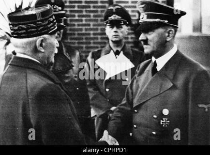 Adolf Hitler greeting Marshal Petain in Montoire, France, 1940 (b/w photo) - Stock Photo