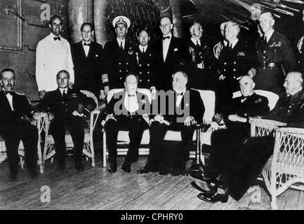 Group portrait showing Winston Churchill, Franklin D. Roosevelt, and General George C. Marshall on board the battleship - Stock Photo