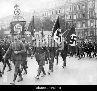 SA member march through Berlin during the Reichstag election campaign in September 1930 (b/w photo) - Stock Photo