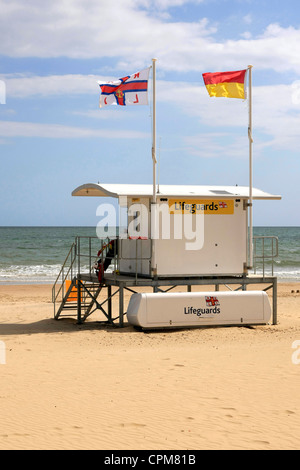 Californian style RNLI Beach Patrol hut in Bourrnemouth - Stock Photo