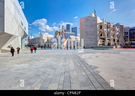 Middle East, Israel, Tel Aviv, exterior of the new Herta and Paul Amir building of the Tel Aviv Museum of Art - Stock Photo