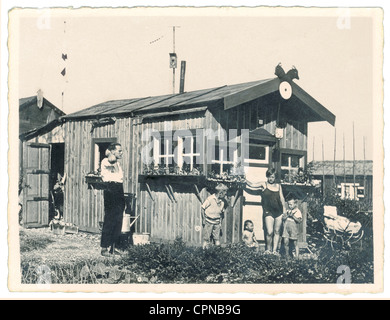 leisure time, family in allotment garden, Germany, circa 1930, Additional-Rights-Clearences-NA - Stock Photo