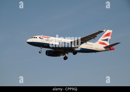 The British Airways Airbus A319-131 (G-EUOG) about to land at Heathrow Airport, London, UK. Feb 2012 - Stock Photo