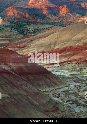 John Day Fossil Beds National Monument, OR: Patterns and stratified colors in the volcanic formations of the Painted - Stock Photo