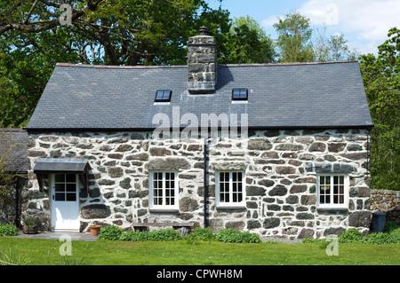 Traditional Welsh stone cottage, Snowdonai National Park, North Wales, UK - Stock Photo
