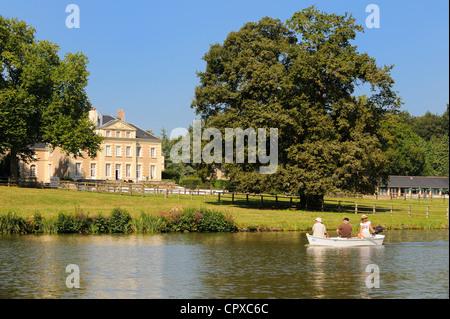 France, Loire Atlantique, La Chapelle sur Erdre, near Nantes, Chateau de la Poterie on Erdre River banks - Stock Photo