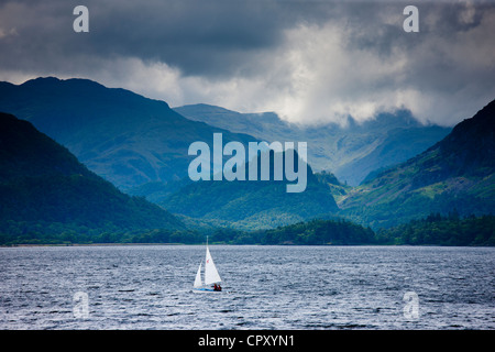 Sailing yacht on Derwent Water at Friar's Crag near Keswick in the Lake District National Park, Cumbria, UK - Stock Photo